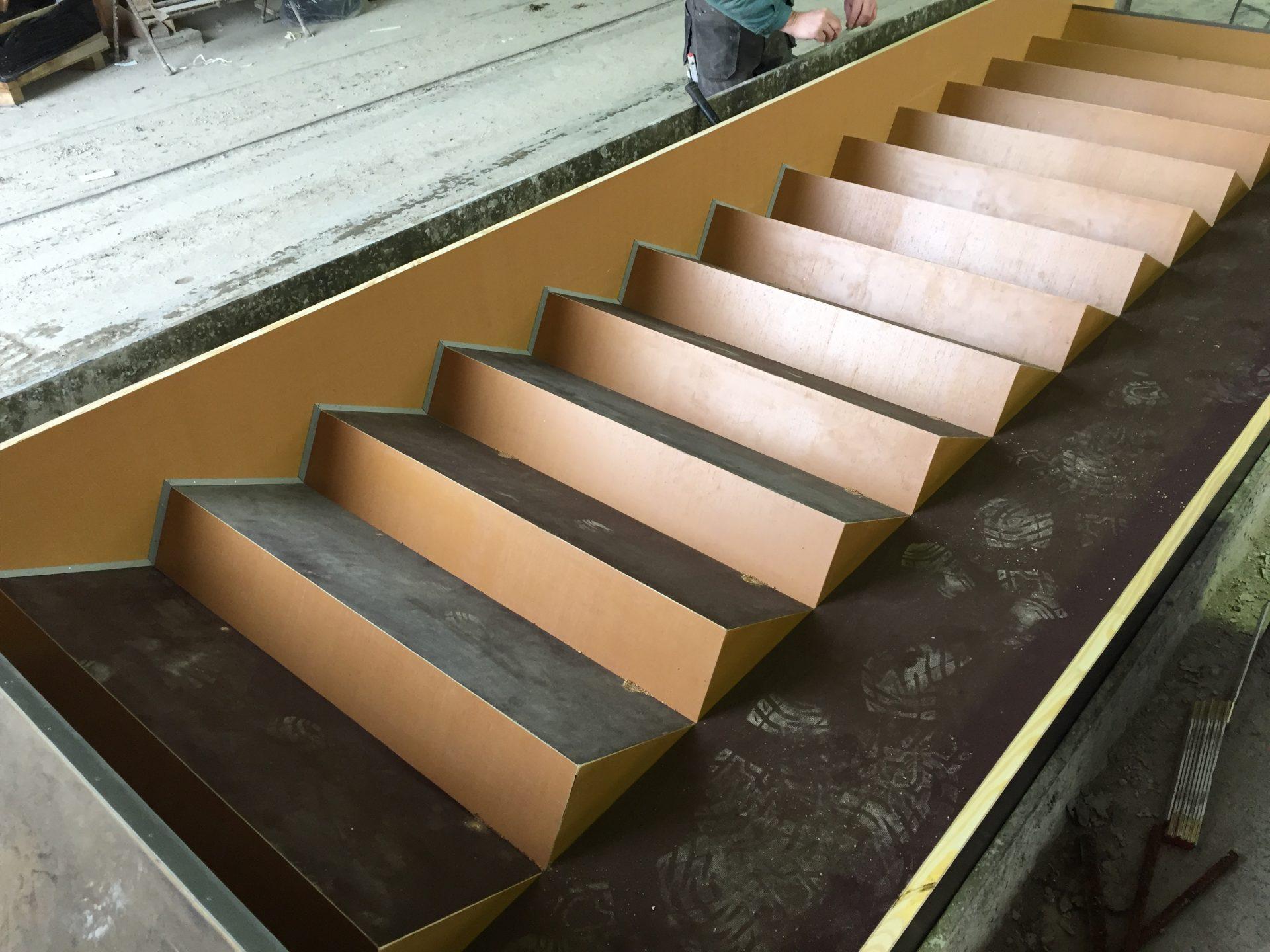 Negativschalung Treppe mit seitlicher Rampe