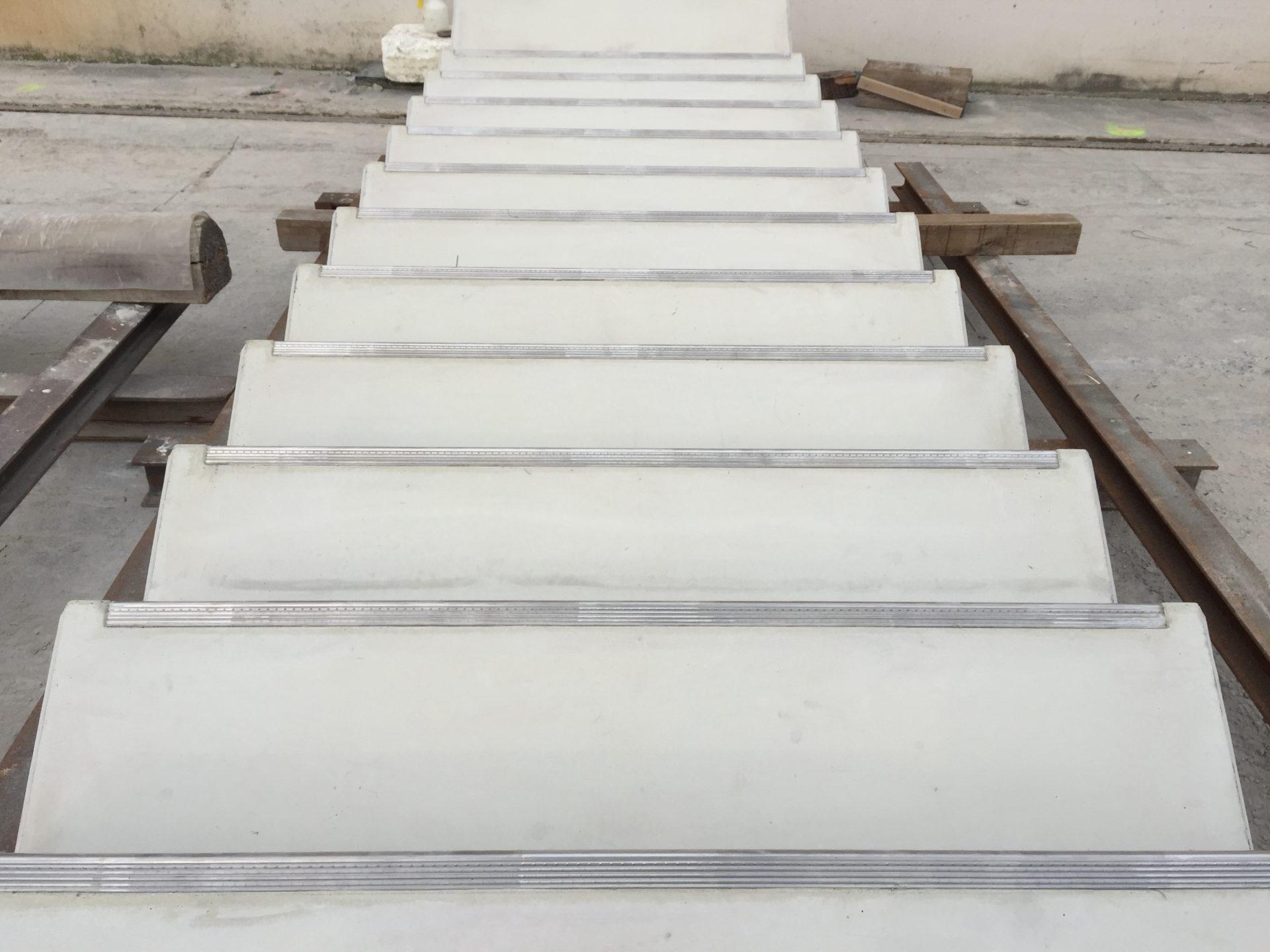 Treppe mit Stufenkantenprofilen Protector 2000 VA